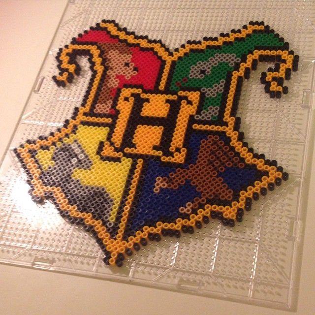 Hogwarts crest - Harry Potter perler beads by maries_perlerart