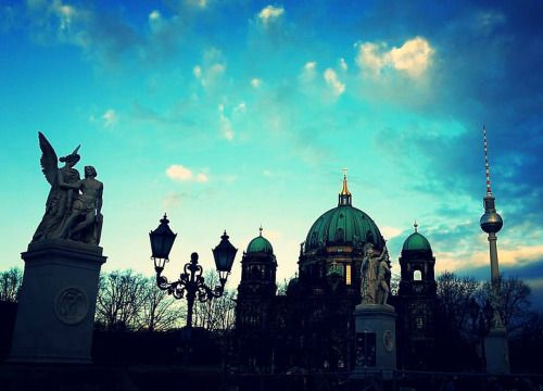 #berlinerdom und #Fernsehturm an #Weihnachten #Berlin (hier: Schloßbrücke)