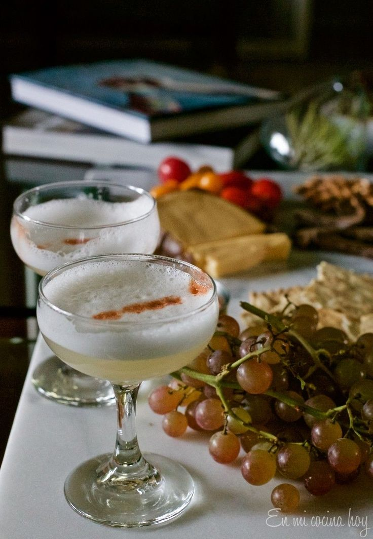 Easy Pisco Sour. A traditional drink in Chile and Peru. Delicious and refreshing.