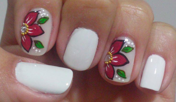 unhas com flores diagonais