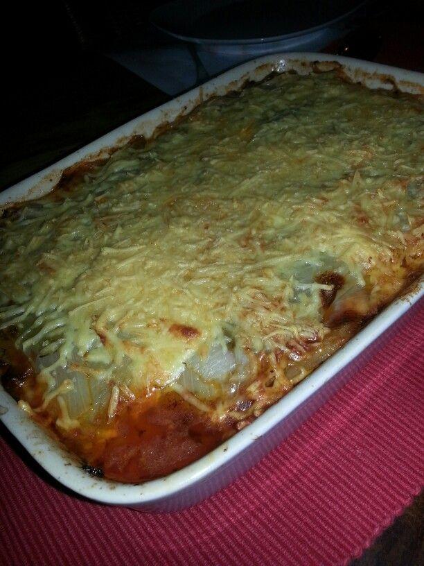 Lasagna zonder koolhydraten maar witlofblaadjes als laagjes. Lekker!