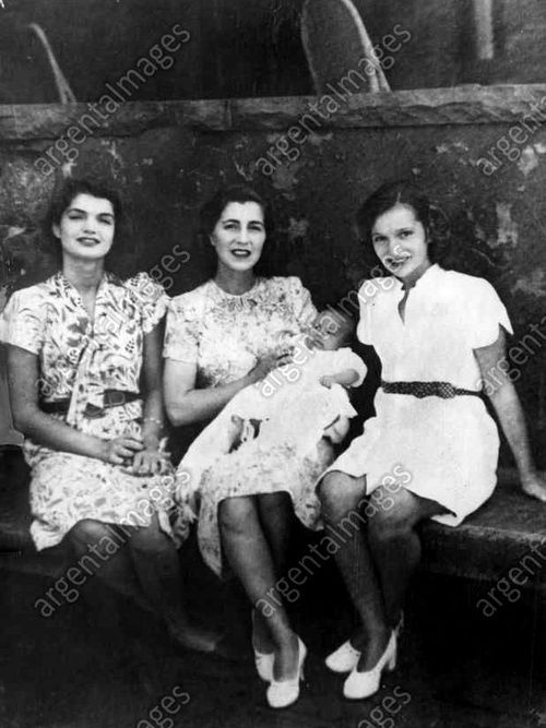 Jackie And Lee With Their Mother Janet New Baby Brother Jamie In 2018 Kennedy Jacqueline Onis Jaqueline