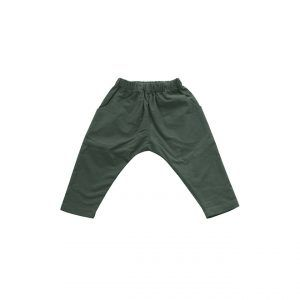 Kid + Kind – Oversized Woven Pants  100% COTTON OXFORD PANT. ELASTIC WAISTBAND AND POCKETS. TAPERED LEG.