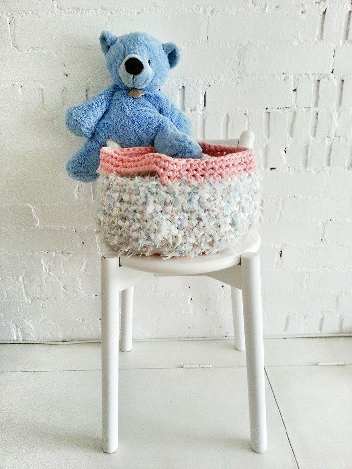 Really loved to work with this fluffy #trapilho from #tektek. #crochetbasket