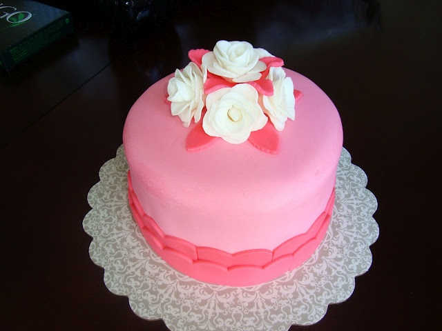 Cake Decorating Tips For Roses : Pink & White Rose Cake cake decorating ideas Pinterest