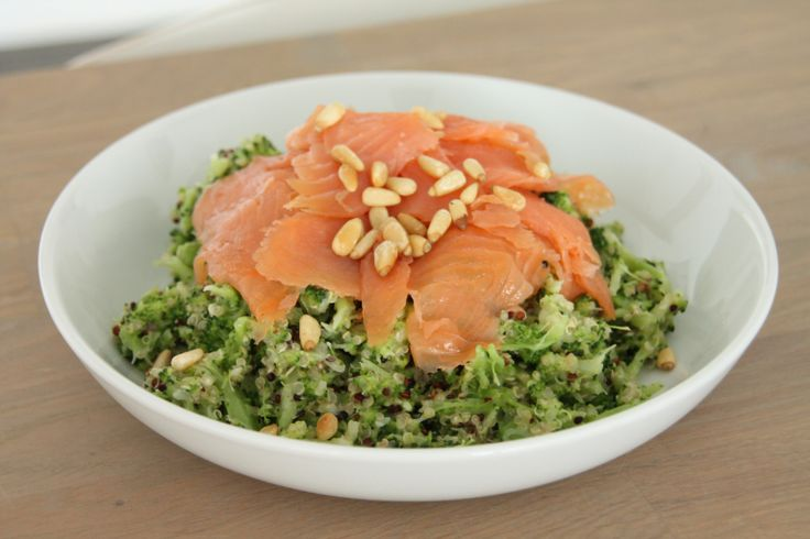 Quinoa met broccoli en zalm