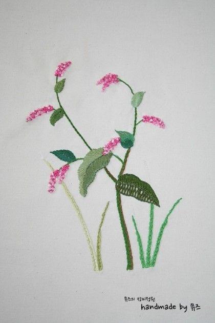 야생화자수 시리즈 아홉번째 야생화 여뀌꽃 오늘은 야생화자수를 포스팅해볼까해요~~ 작은 야생화를 제외하...