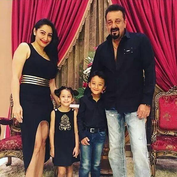 Sanjay Dutt's Family Moment   #SanjayDutt #SanjuBaba #ManyattaDutt #celebrity #bollywood #bollywoodactress #bollywoodactor #actor #actress #filmywave