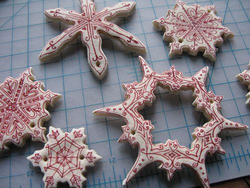 Salt dough ornament snowflakes -  Snöflingor av trolldeg
