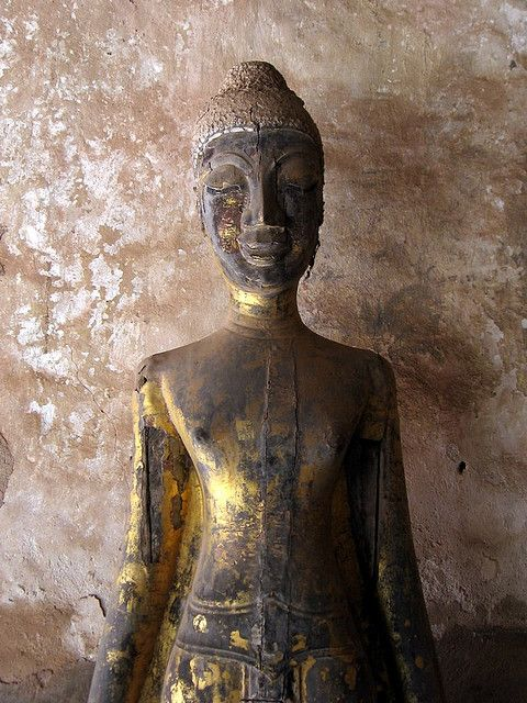 Buddha at Wat Si Saket, Vientiane (by Mark Robertson)