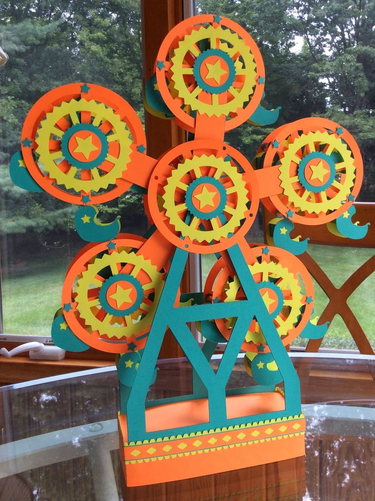 Papercrafts and other fun things: A Five-Wheeled Spinning Ferris Wheel - a free PDF