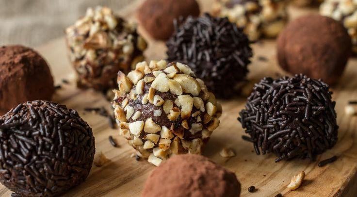Συνταγή για σοκολατένια τρουφάκια. Δημιουργήστε με εύκολες και γρήγορες γλυκές συνταγές του Άκη Πετρετζίκη