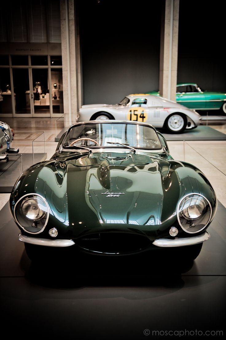 Un beau modèle de 1957, la  Jaguar XK-SS Roadster. Toujours aussi impressionnan…