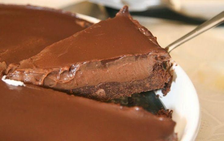 Eνα πολύ νόστιμο και αμαρτωλό cheesecake που δε χρειάζεται ψήσιμο, μόνο ακόρεστη κατανάλωση και άδειο στομάχι!       Θα χρειαστούμε:   Για τη βάση  1.5 πακέτο πτι-μπερ με γεύση σοκολάτα 150 γρ. περίπου βούτυρο 1 κουταλιά της σούπας νουτέλα   Για την κρέμα στη μέση  450