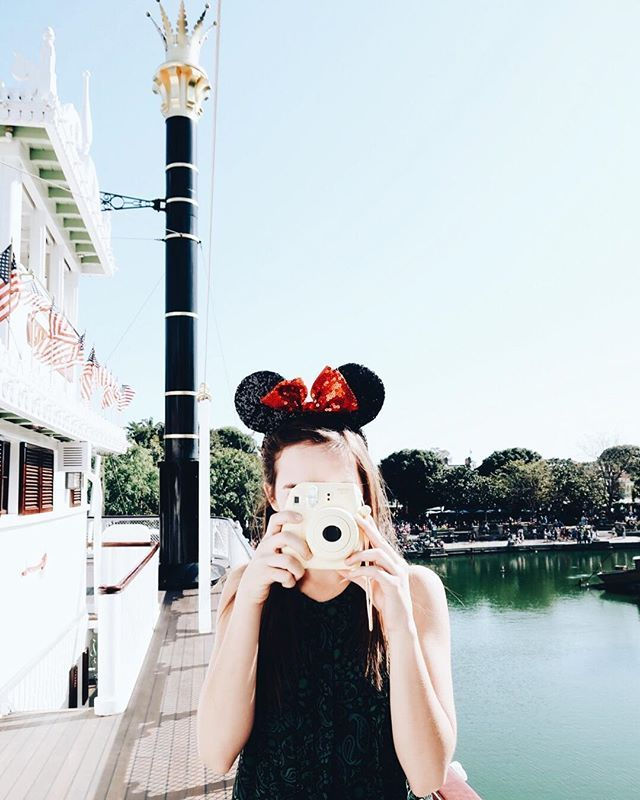 We LOVE doing photo shoots at Disney!! Imagine for one second that you could search a directory of instagramers for photographers, models, makeup artists, that all wanted to collaborate. IMAGINE!!!   ⠀  ⠀  Okay now go to the link in our profile :point_u