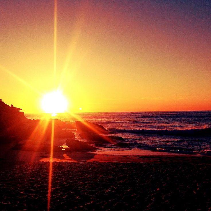 خرین صبح سال..  تاریکترین لحظه ی سال پارسال فکر کردیم دیگه سخت تر از این نمیشه ولی شد خوب بود ولی خسته کننده بهتره بشینیم فکر کنیم چطور پیش رفتیم ... ولی فردا رو روشن تر می سازیم با وجود نور خورشیدی نو می گفت: آفتاب به گیاهی حرارت می دهد که سر از خاک بیرون بیاره  #feeling #morning #sunrise #sea #sun #noroz #shine #sunshine #beach #shiny