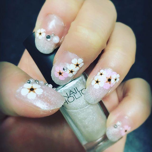 花 花 花だらけ〜\(^o^)/ #セルフネイル#桜ネイル#100均シール#春が恋しい#しかし外は#風びゅーびゅー