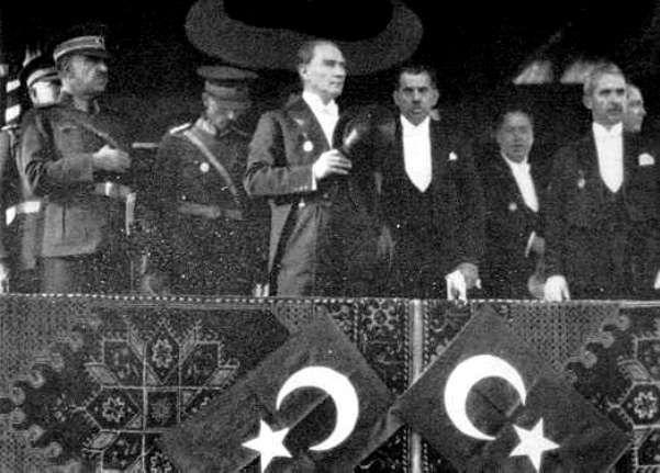 Cumhuriyet Bayramı geçit töreni 1929