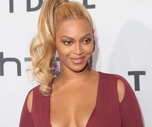 Pic Of Beyonce's Cousin's Body Breaks The Internet, Making Bey Look Average.