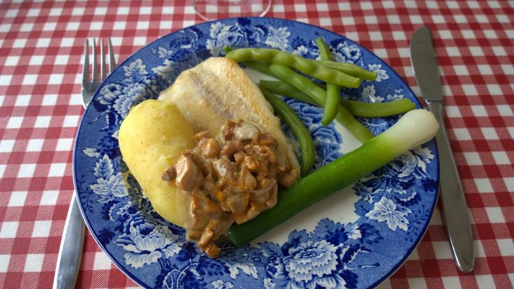 Local Bromarf food: pike perch, leek, chantarelles, haricot vertes