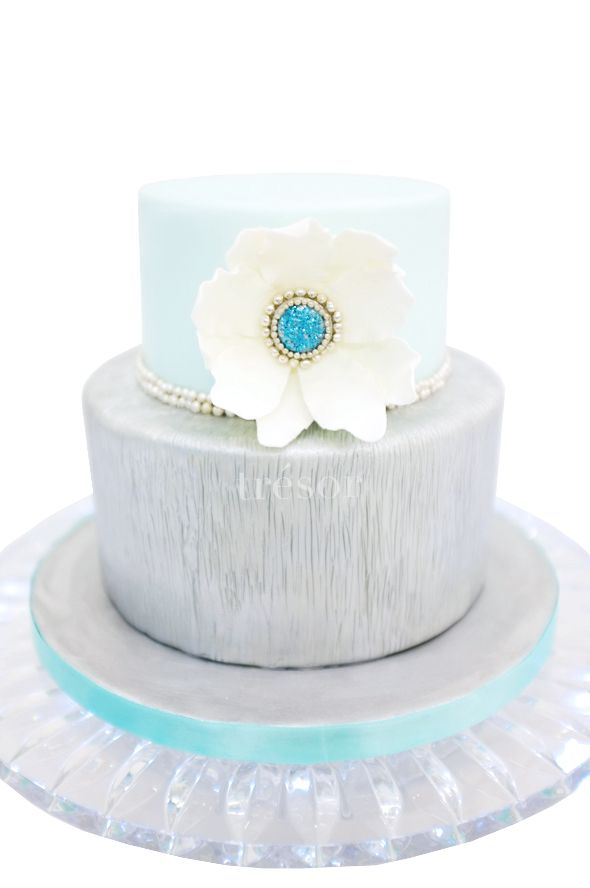 a cake inspired by the beauty of winter