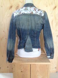 Spijkerjasje, maat M  Upcycled jeans jacket 'Pimped by Lazy Lola'