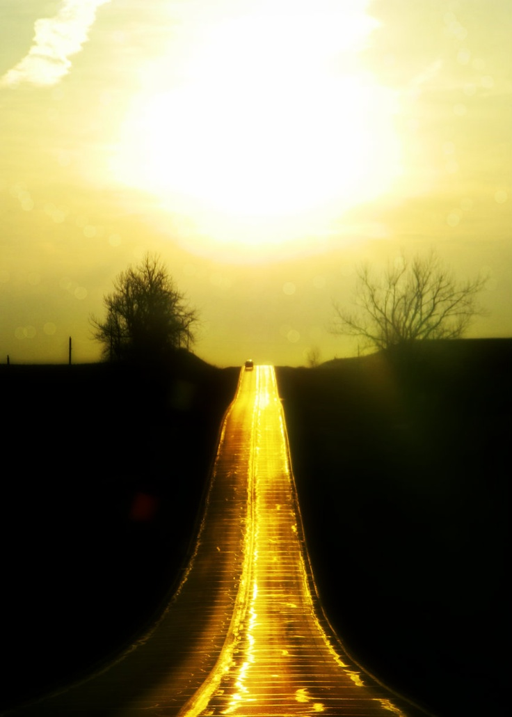 """""""Nothing behind me, everything ahead of me, as is ever so on the road."""" ― Jack Kerouac, On the Road (.by SuZe) : Golden Road"""