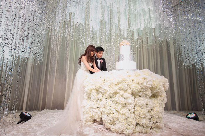 Glamorous wedding venue. Grand Hyatt Kuala Lumpur wedding. Photo Stories by Integricity. www.theweddingnotebook.com