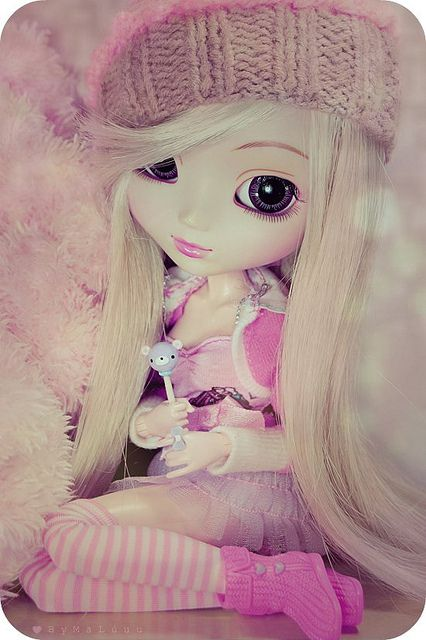 I have never heard of this Pullip dolls before. Lots of cute ones and love their big eyes.