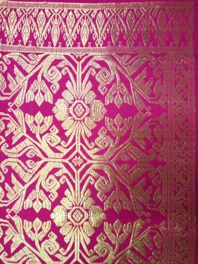 Songket bali full gold thread klungkung,in the old day's, only king and their relatives could wear this songket,outside could not wear this type of songket.