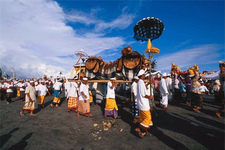 Melasti, a beautiful ceremony in Bali.  http://amazingbali-vacation.blogspot.com/2014/02/nyepi-day-hindu-day-of-silence-in-bali.html