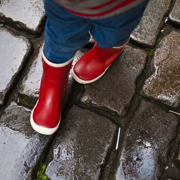 Yağmür yağıyor :-)  Bergstein Doğal Kauçuk Yağmur Çizmesi http://www.hepsianneden.com/giyim/ayakkabi