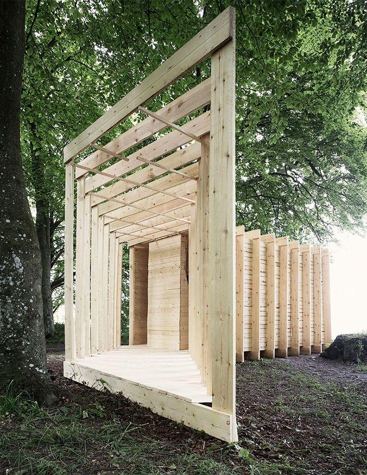Deconstructief spelen met het perspectief bij het paviljoen New Horizon van Atelier 37.2. Door de plaatsing van de ramen verdwijnt de horizon waardoor je het landschap rond het Deense Aarhus beleeft als twee steeds veranderende monochromatische Rothko schilderijen.