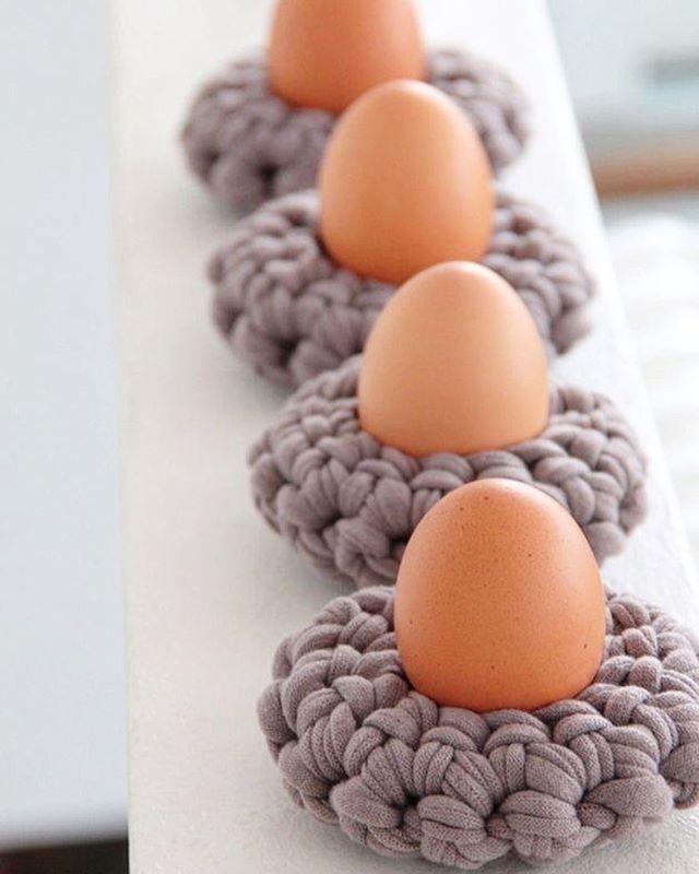 WEBSTA @ knitted_and_crochet_ideas - http://de.dawanda.com/product/58652951-haekelanleitung-eierbecher-haekeln-knobz