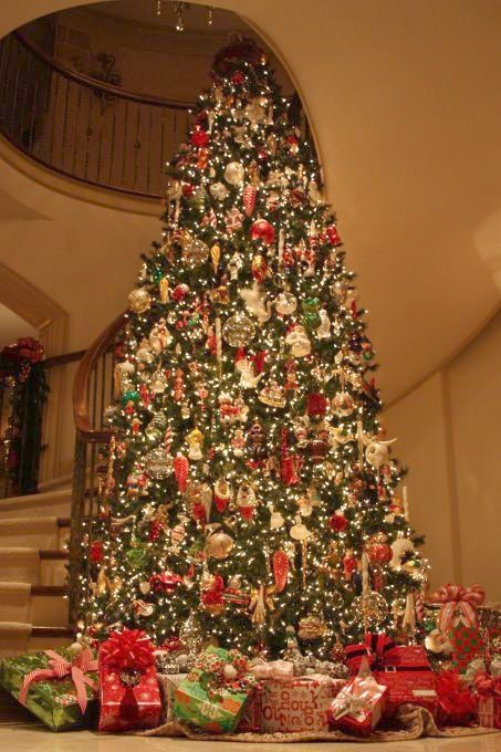 Stunning Christmas Tree And Beautifully Decorated Holiday Home Rattlebridge Farm Holiday Beautiful Christmas Trees Christmas Home Christmas Tree Decorations