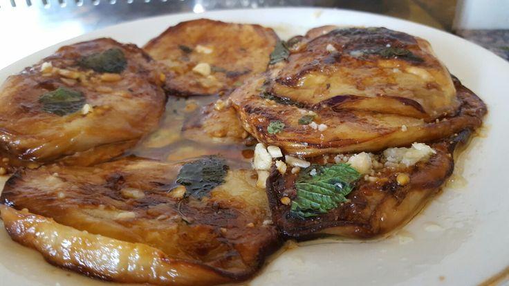 Melenzane fritte con aglio e pecorino primo sale