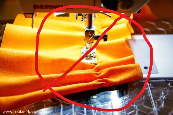 Já que falamos em aplicar elásticos, existe um outro tipo de elásticos que é muito usado, sobertudo, nos vestidos e em roupas para as mais ...