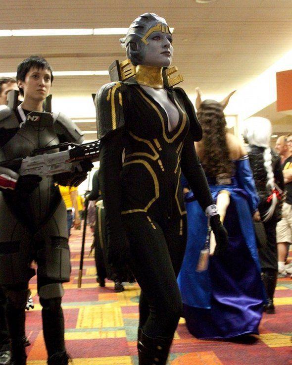 Samara from Mass Effect cosplay.