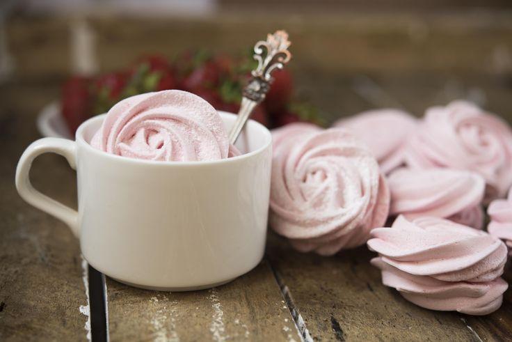 В приготовлении зефира нет ничего сложного – этот десерт получится гораздо вкуснее, если ты сделаешь его самостоятельно. Позаботься заранее о покупке агар-агара – без него зефир не получится.