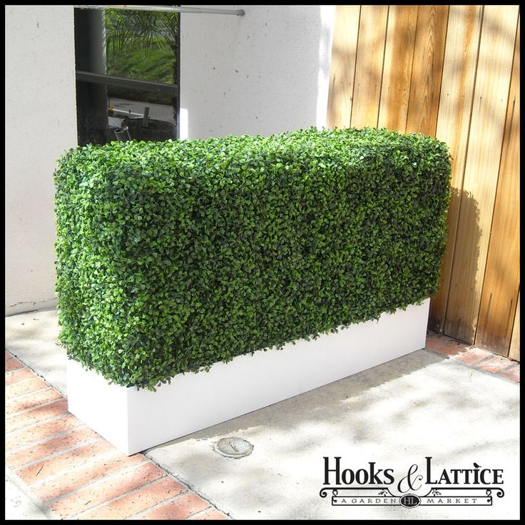 Outdoor Artificial Hedge with Simple Planter - UV-resistant foliage will last for years without fading