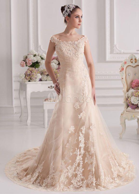 Alternativas de cores super delicadas para noivas que querem fugir do padrão de vestido branco. Rosa chá, champagne, pérola e creme são ótimas pedidas!
