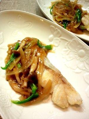 「白身魚のトロトロ甘酢あんかけ☆ヘルシー&美味しい☆」真鱈は美味しい甘酢あんかけで食すのがベストマッチ!余り物の野菜もどんどん投入。思ってる以上に簡単に出来ます♪本当に美味しい(*´∀`)是非お試しを。【楽天レシピ】
