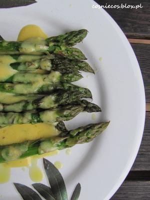 Roast asparagus and sauce bearnaise