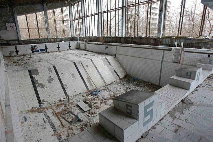 abandoned pool (Chernóbil 1986)