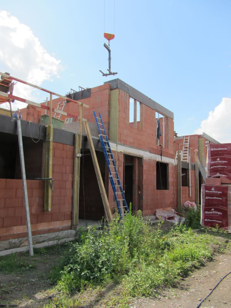 Optrekken van de eerste verdieping - augustus 2014 // L'érection du premier étage - août  2014