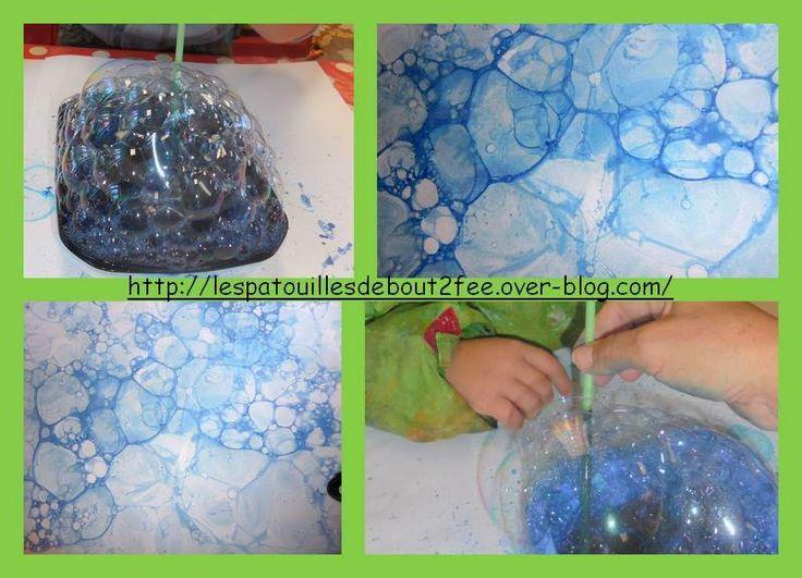 L'eau sert aussi à se laver. Pour cette activité, c'est Souricette (la mascotte de la classe) qui a pris son bain. Les enfants ont collé des carrés de papier sur une grande feuille, pour réaliser un pavage. Puis , ils ont fait des bulles de savon pour...