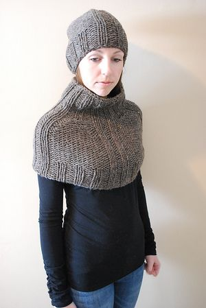 H U I T - Cowl/Capelet design by Lisa Mutch -   This bulky weight cowl/capelet is warm, stylish and perfect for the cold weather. You can wear it as a cowl or pull it down, tight over your shoulders for extra warmth, leave the turtle neck up, or fold it over. Made on US 11 needles, it knits up just in time for the next snowstorm. http://www.ravelry.com/patterns/library/huit