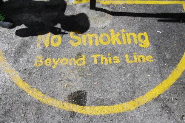Denda RM300 jika merokok di luar bulatan kuning ini di Pulau Pinang!   Jika anda ingin merokok di zon larangan dalam tapak warisan sila berbuat demikian di lokasi separa bulatan berwarna kuning dengan papan tanda zon merokok.  Ia adalah satu-satunya ruang di mana anda dibenarkan merokok di tapak warisan.  Denda RM300 jika merokok di luar bulatan kuning ini di Pulau Pinang!  Sehingga kini terdapat kira-kira 30 lokasi yang diwujudkan khas untuk perokok dalam tapak warisan.  Namun jika…