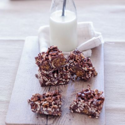 Chocolate Oat Cereal Bars with Figs, Almonds and Chia Seeds