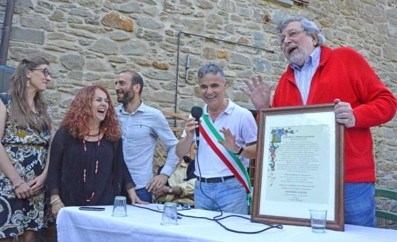Guccini riceve la cittadinanza onoraria a Sambuca Pistoiese